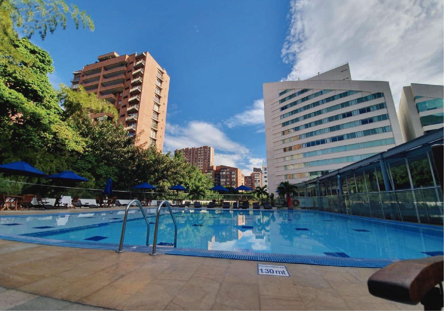 Hotel piscina medellin